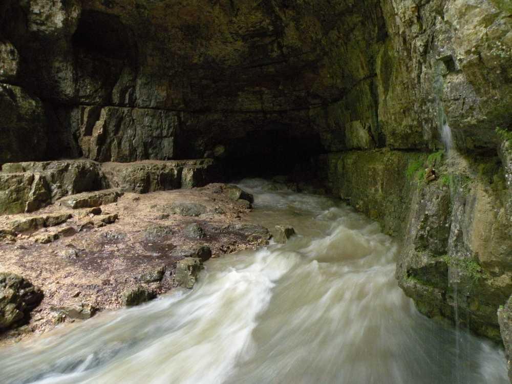 Eingang Falkensteiner Höhle bei Hochwasser, 1.6.2013; Foto: Andreas Länge